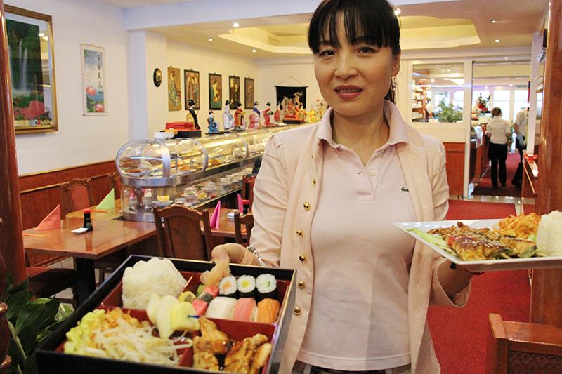 Frau Wang mit Asiatische Spezialitäten